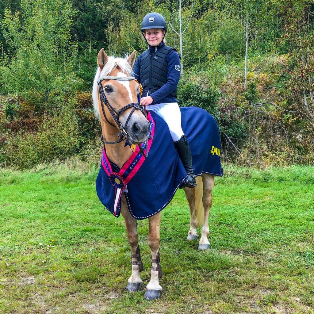 Haflingermästare Hoppning: Alva Brolin - Aghia